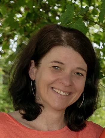 Sie sehen Christine Groiss unsere Verwaltungsleiterin