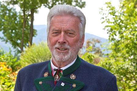 Sie sehen Josef Landthaler, den zweiten Vorsitzenden der Lebenshilfe BGL